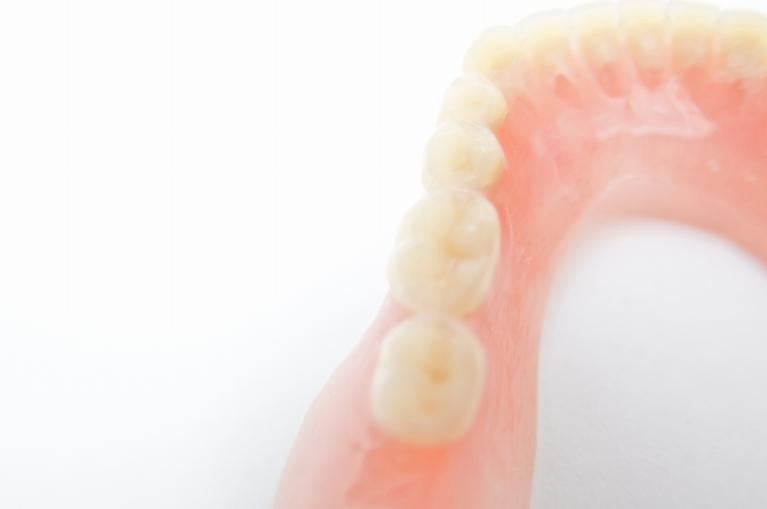 天然歯に近い白さのセラミック